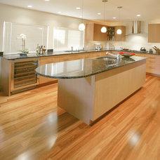 Modern Kitchen by Reborn Cabinets Inc.