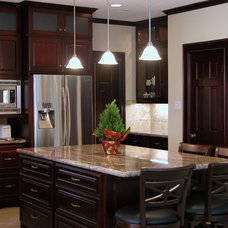 Traditional Kitchen by KATHLEEN YELDEZIAN