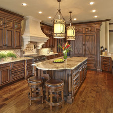 Traditional Kitchen by Le Belle Maison Interiors Inc.