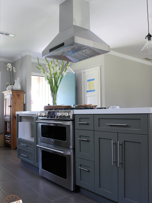 Kitchen design ideas renovations photos with porcelain for Cabico kitchen cabinets reviews