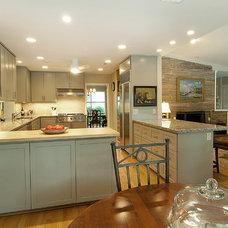 Modern Kitchen by Greymark Construction Company