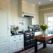 traditional kitchen by MP DESIGN Interior Architecture + Interior Design