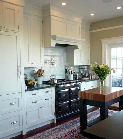 Traditional Kitchen by MP DESIGN