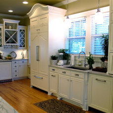 Traditional Kitchen by Palmetto Construction and Renovations