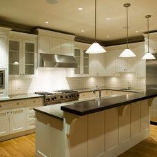 Modern Kitchen by MP Builders