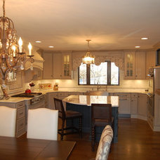 Traditional Kitchen by Rose Hall Kitchen Galleria