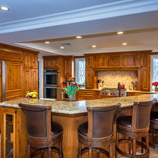 Traditional Kitchen by RVM Construction Inc.