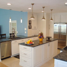 Traditional Kitchen by Lindross Remodeling
