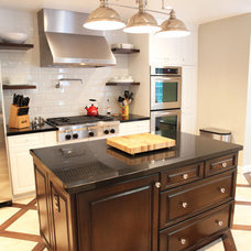 Traditional Kitchen by viney and p