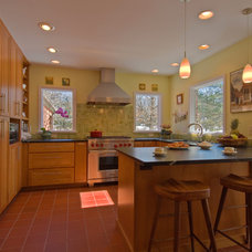 Traditional Kitchen by Rochman Design-Build Inc.