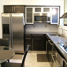Modern Kitchen by J&J Builders General Contractors