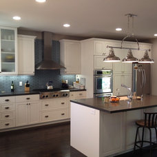 Modern Kitchen by L.A. Remodeling Co.