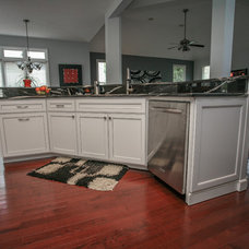 Traditional Kitchen by Cabinets Of Atlanta Inc.