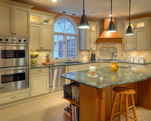 Ivory cabinets ideas pictures remodel and decor for Corner cooktop designs kitchen