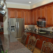 Traditional Kitchen by Kitchen Solvers of Virginia Beach