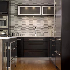 modern kitchen by Custom Closet & Cabinet Systems