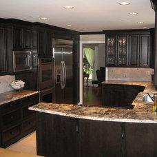 Transitional Kitchen by KitchenAlity