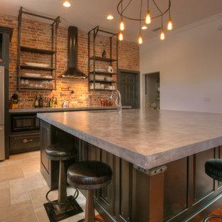 Bild på ett mellanstort industriellt kök, med en undermonterad diskho, luckor med infälld panel, bruna skåp, bänkskiva i betong, rött stänkskydd, stänkskydd i tegel, rostfria vitvaror, klinkergolv i keramik, en köksö och beiget golv