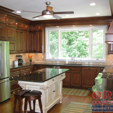 Traditional Kitchen by ORBE CONSTRUCTION