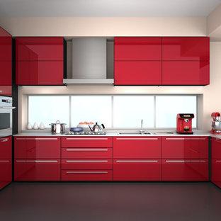 Mittelgroße Moderne Küche in U-Form mit Vorratsschrank, flächenbündigen Schrankfronten, roten Schränken, Mineralwerkstoff-Arbeitsplatte, Küchengeräten aus Edelstahl und Kücheninsel in Vancouver