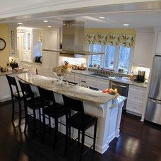 Traditional Kitchen by Fein Design