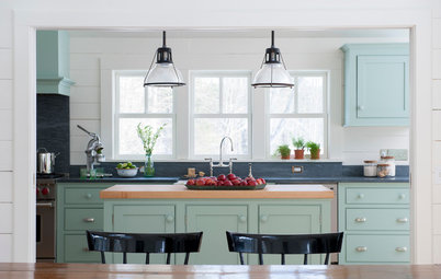 Kitchen of the Week: Casual Farmhouse Looks, Pro-Style Amenities