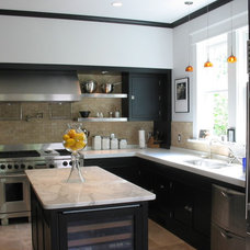 Traditional Kitchen by John TeSelle