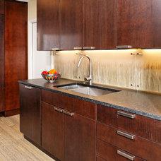 Modern Kitchen by Landis Architects / Builders