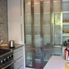 Modern Kitchen by Studio NOO Design