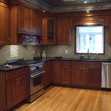 Traditional Kitchen by Jay-Quin Contracting Inc.