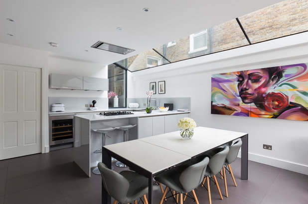 Contemporary Kitchen by Resi