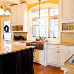 traditional kitchen by Rikki Snyder