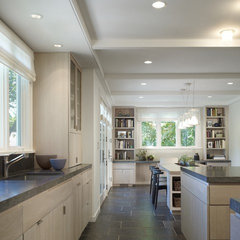 modern kitchen by Robbins Architecture