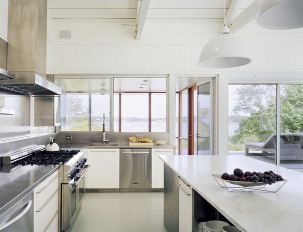 Beach Style Kitchen by Robert Young Architects