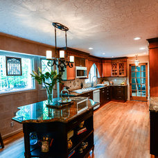 Traditional Kitchen by Robin Hiken Interiors