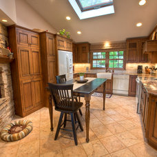 Traditional Kitchen by Simply Baths & Showcase Kitchens