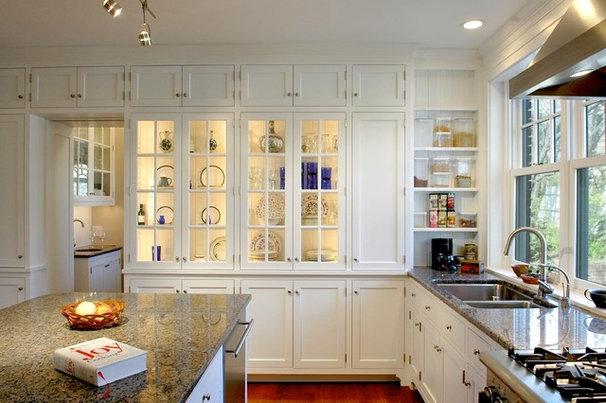 Traditional Kitchen by RWA Architects