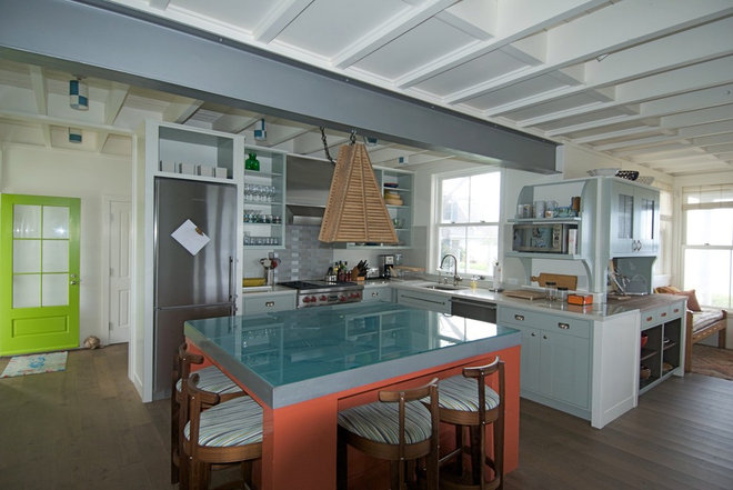 Beach Style Kitchen by S+H Construction
