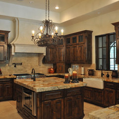traditional kitchen by Sanders Architecture & Design