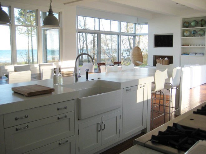Beach style kitchen by searl lamaster howe architects for Farm style kitchen handles
