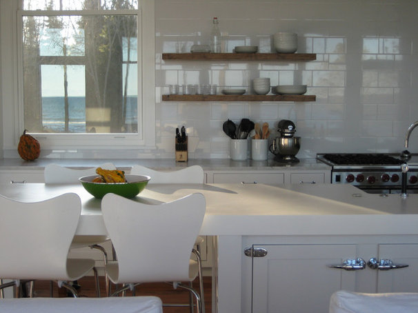 Beach Style Kitchen by Searl Lamaster Howe Architects