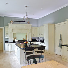 Traditional Kitchen by DM Design