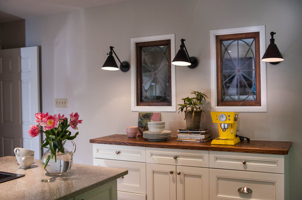 Traditional Kitchen by Lindsey M. Roberts