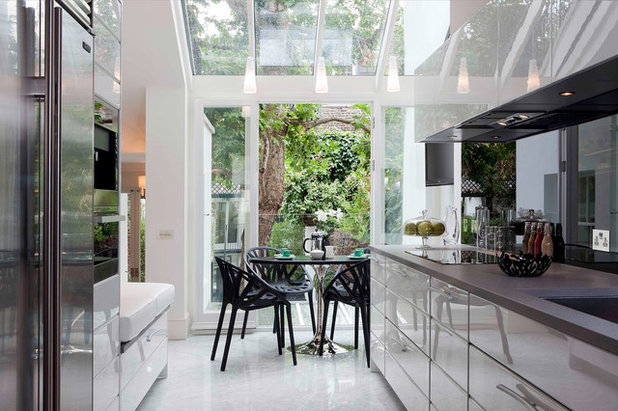 Modern Kitchen by Siobhan Loates Interiors