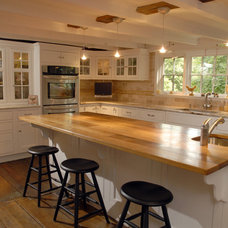 Traditional Kitchen by Point One Architects