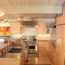 Modern Kitchen by Carnovale Associates