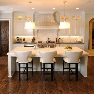 Mid Sized Traditional Eat In Kitchen Remodeling Inspiration For A