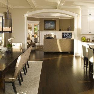 Foto di una cucina abitabile tradizionale con ante bianche