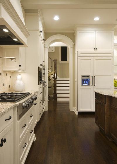トラディショナル キッチン by Stonewood, LLC