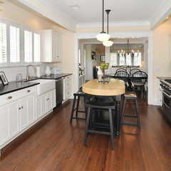 traditional kitchen by Stonington Cabinetry & Designs